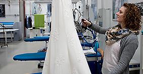 Rens af brudekjoler og festtøj